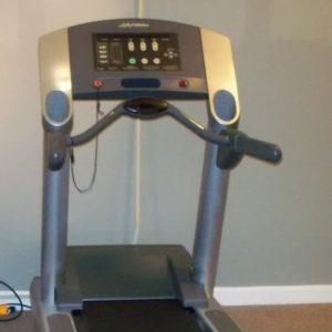 life-fitness-93t-treadmill-